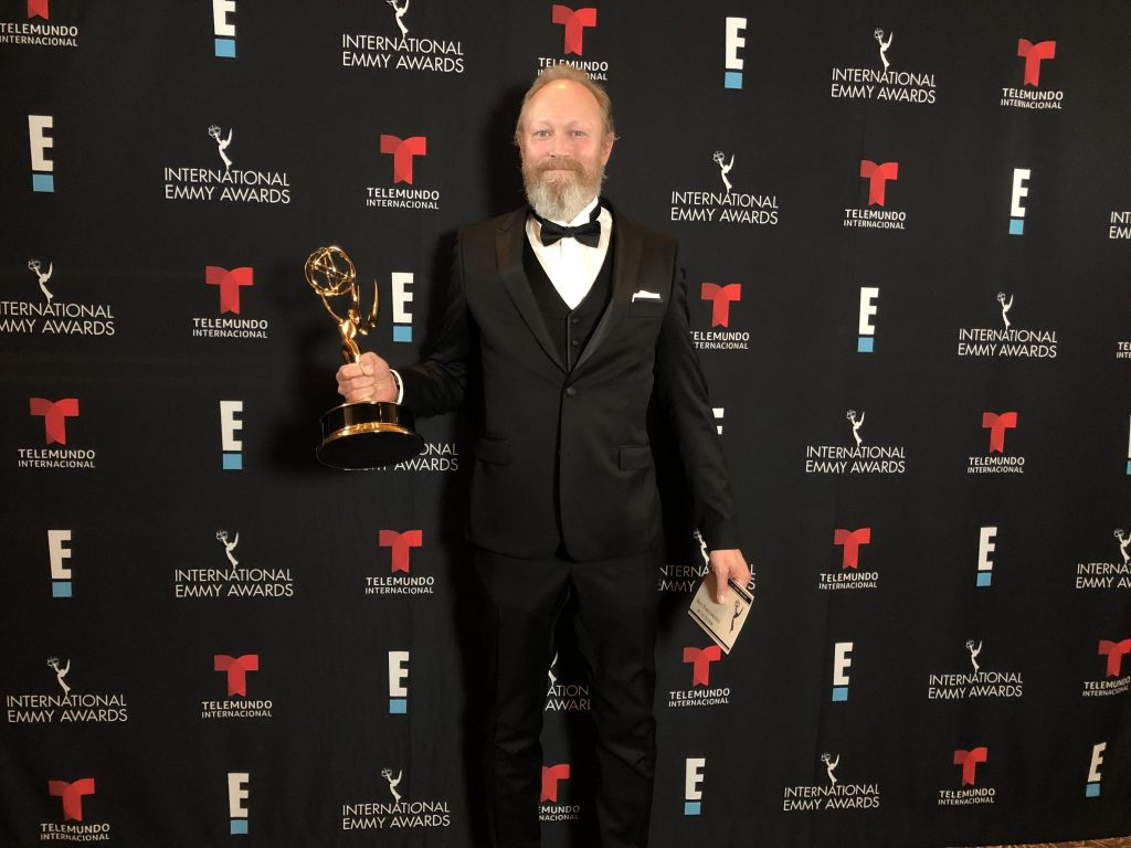 Lars Mikkelsen har vunnet en Emmy for rollen i Herrens Veier