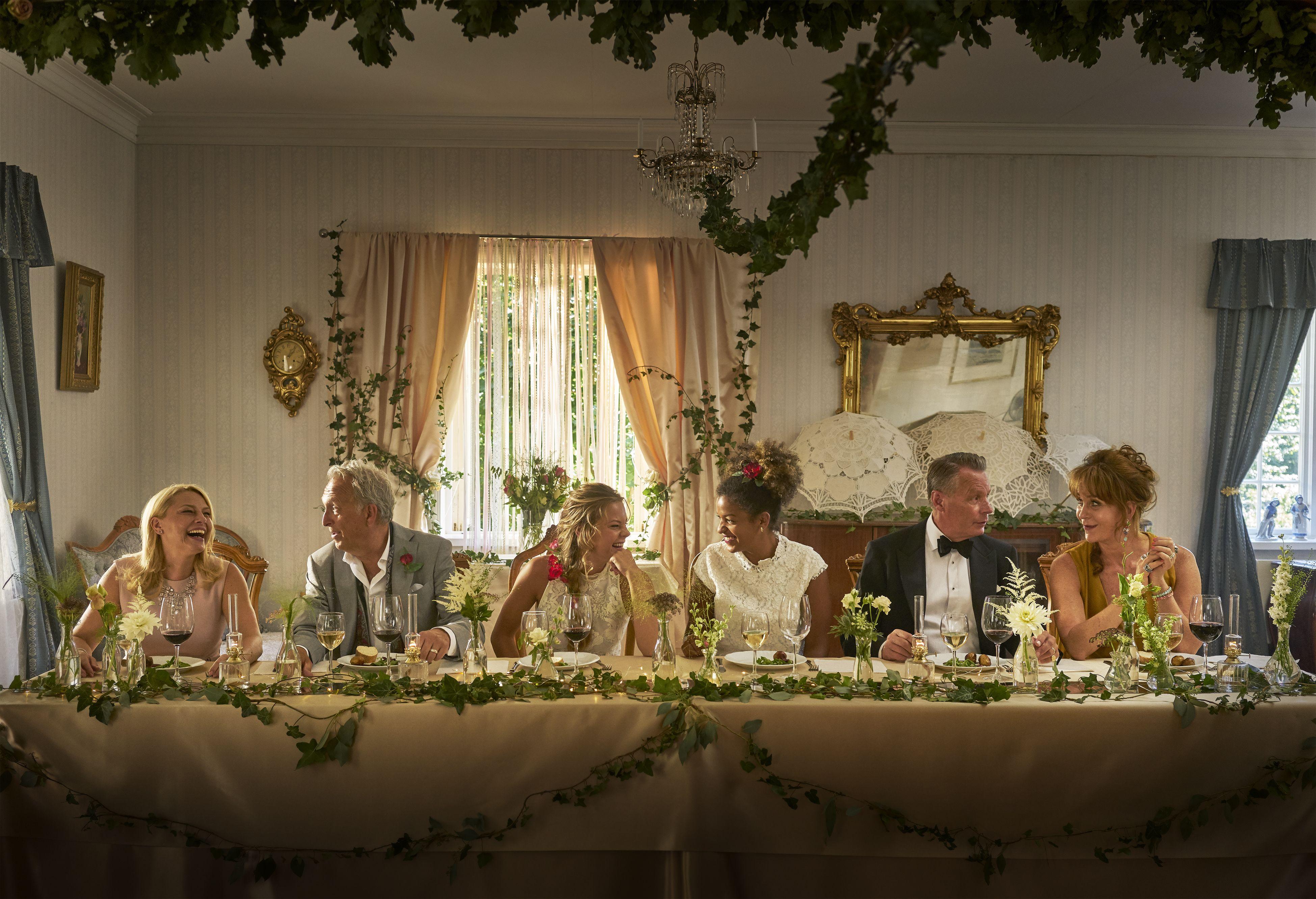 Bröllop, begravning och dop (1:2)